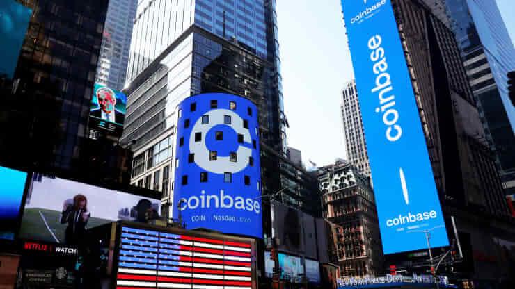 Логотип Coinbase на Тайм сквер